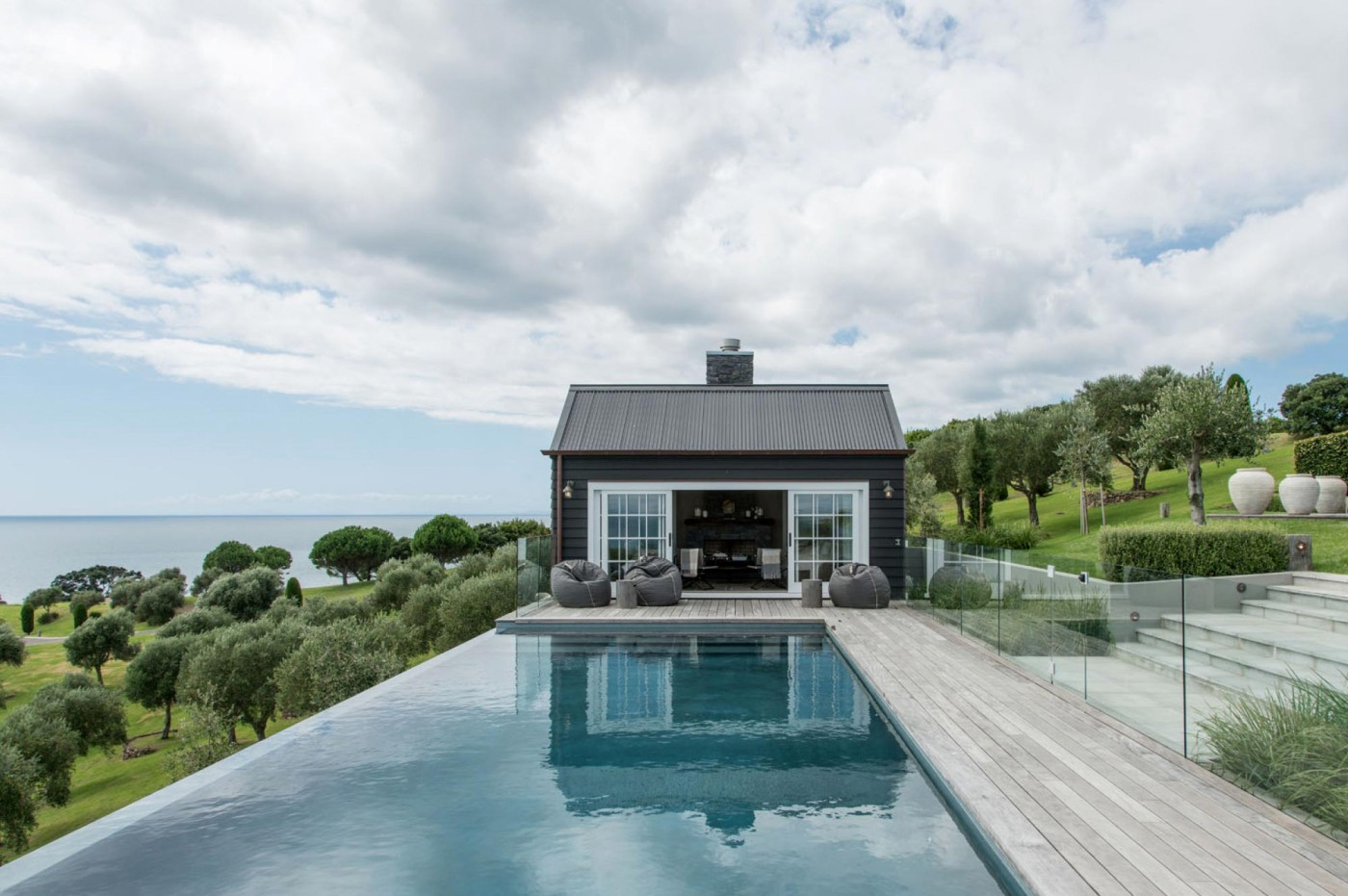 Barn house sumich chaplin architects for Swimming pool design new zealand